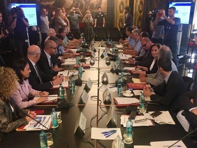 Miquel Buch y Ada Colau presiden la Junta de Seguridad Local