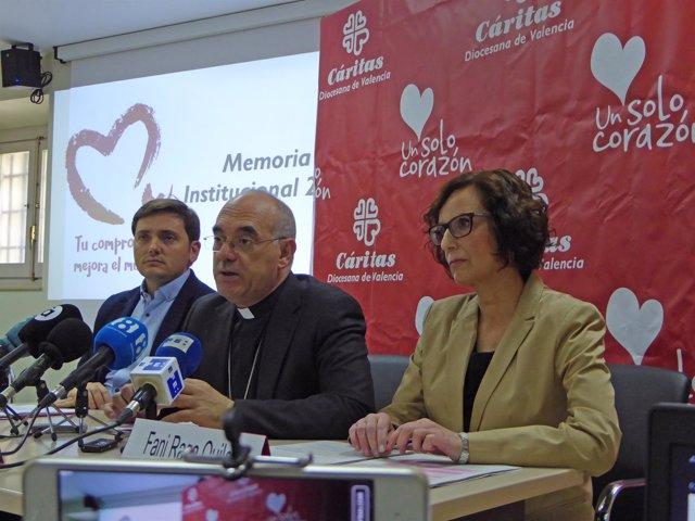 El obispo auxiliar Arturo Ros en la rueda de prensa de Cáritas
