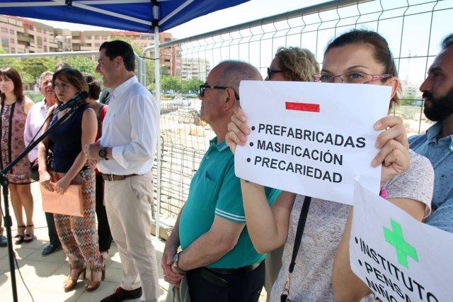 Juanma Moreno en Teatinos reclamando acelerar obras de instituto
