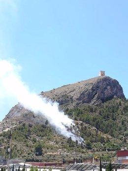 Las llamas a los pies del Castell de Cocentaina