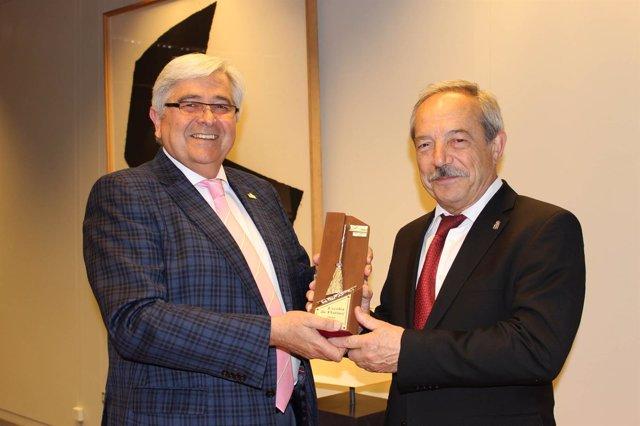 El alcalde Wenceslao López recibe en 2016 la Escoba de Platino