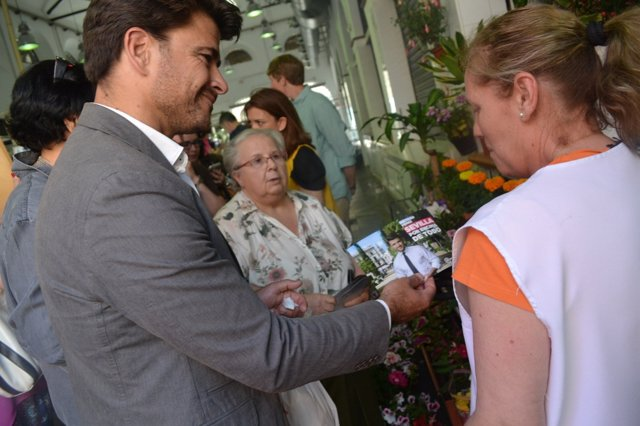 Beltrán Pérez en el mercado de la calle Feria