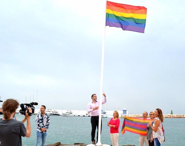 Imagen de archivo de la bandera LGTBI que ya no está en Marbella