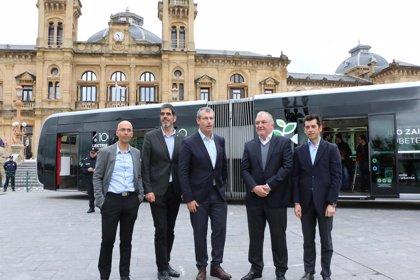 El primer autobús eléctrico articulado de San Sebastián entrará en servicio el próximo lunes