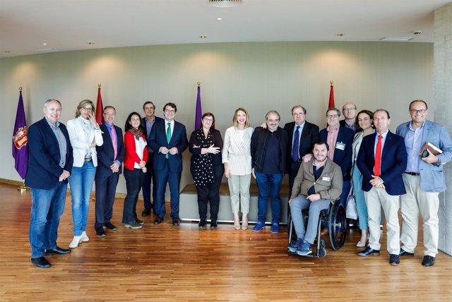 El presidente de la Junta a los agentes del tercer sector en las Cortes