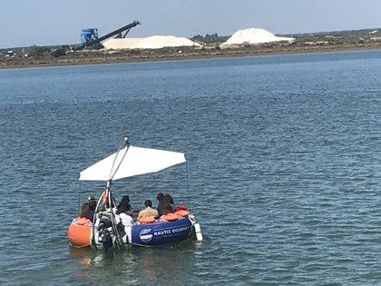 Una empresa ofrece embarcaciones para nueve personas para disfrutar de la ría y la gastronomía de Huelva