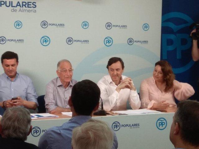 Rafael Hernando en la junta directiva del PP de Almería