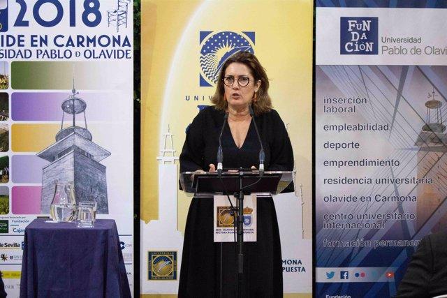 La periodista Montserrat Domínguez, en los cursos de verano de la UPO