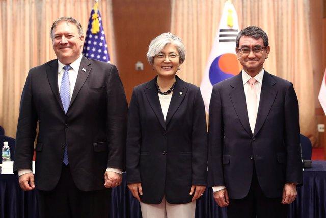 Los ministros de Exteriores de EEUU, Japón  y Corea del Sur.