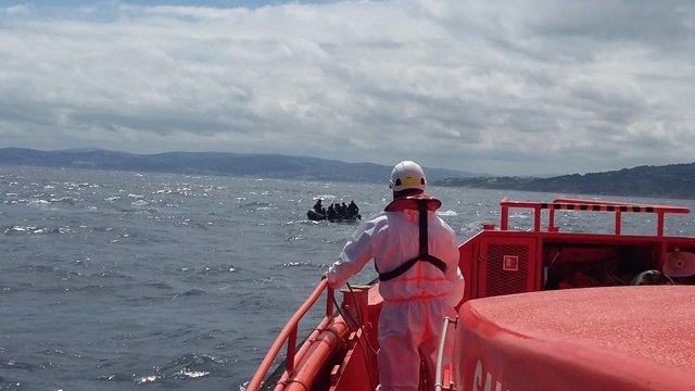 Salvamento Marítimo con un patera localizada