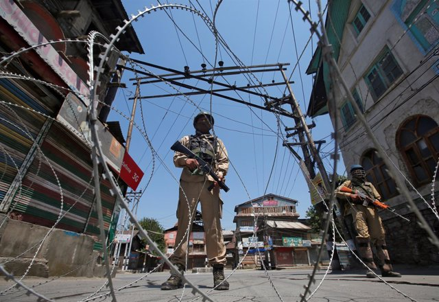 Control de seguridad en la frontera india de Cachemira
