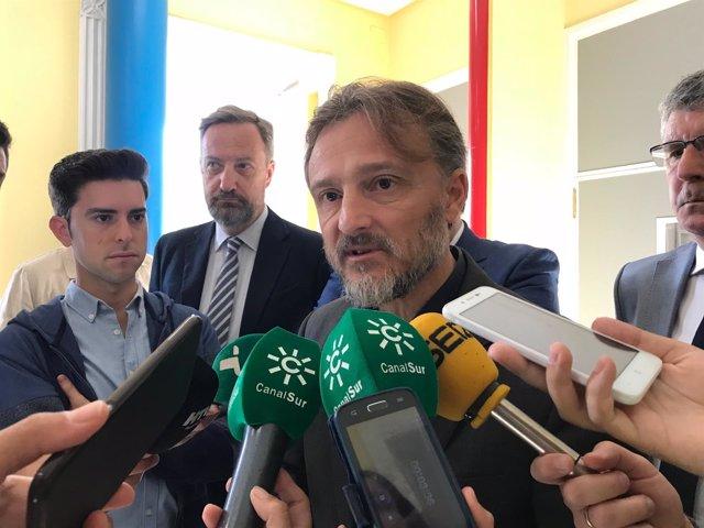 El consejero de Medio Ambiente, José Fiscal, en Huelva.