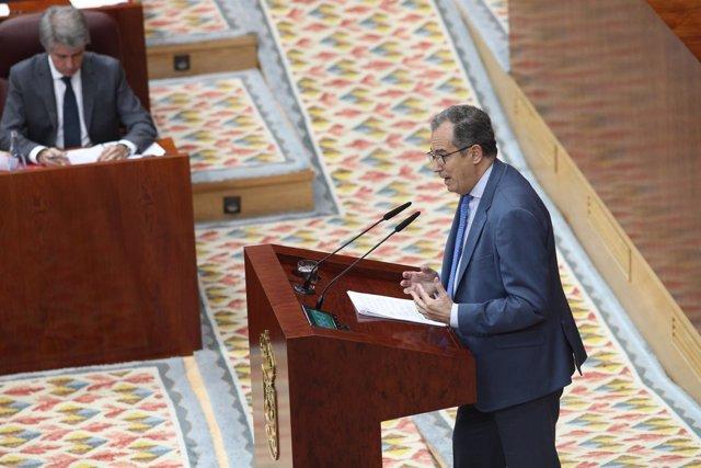 Enrique Ossorio interviene durante el pleno de investidura de Ángel Garrido