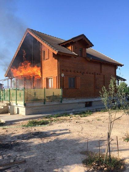 Los Bomberos del CEIS extinguen el incendio declarado en una vivienda en Santomera