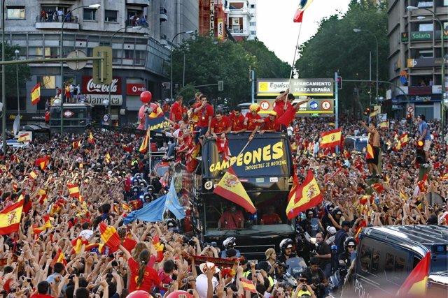 FUTBOL - La selección española celebra en las calles de Madrid el triunfo en la