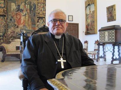 """El obispo defiende el """"derecho"""" de los alumnos de Religión a recibir su visita pastoral en los colegios"""