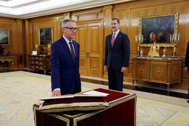 El nou ministre de Cultura, José Guirao, promet el seu càrrec davant el Rei