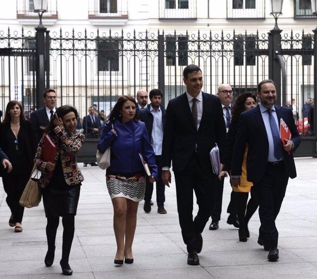 Pedro Sánchez amb Adriana Ozores, José Luis Ábalos i Margarita Robles