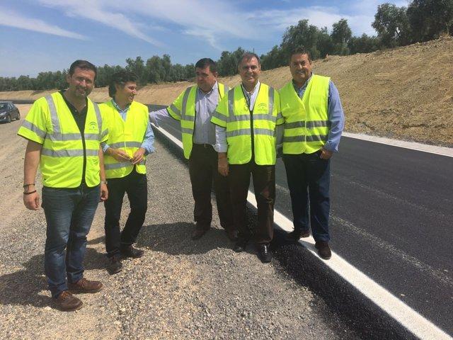 Fernandez España visita trabajos en la carretera A -7201