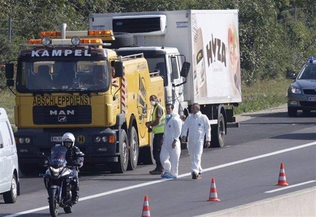 El camión en el que fueron encontrados los migrantes muertos