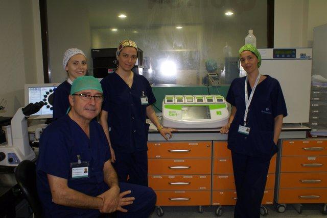 El doctor Díaz y su equipo, en el laboratorio de fertilidad