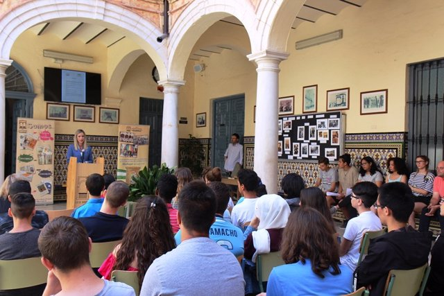 Alumnos comemoran el día de la Memoria