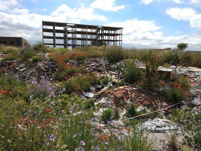 Escombros en un descampado del distrito de Fuencarral-El Pardo