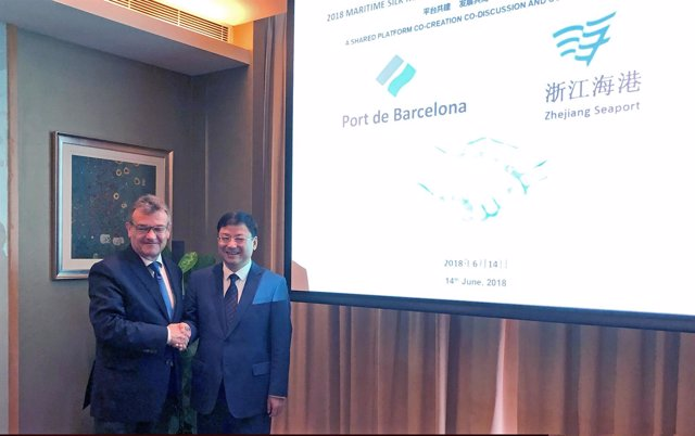 Santiago Garcia-Milà (Port de Barcelona) y Ni Chenggang (Zhejiang Sea Port Group