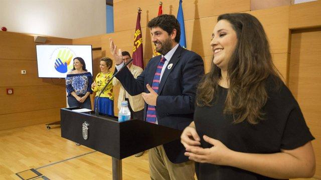 López Miras preside el acto con motivo del Día Nacional de Lenguas de Signos