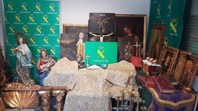 Objetos religiosos recuperados por la Guardia Civil