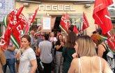 Foto: CCOO y UGT protestan ante la tienda del presidente de Aprocom por el conflicto del nuevo convenio