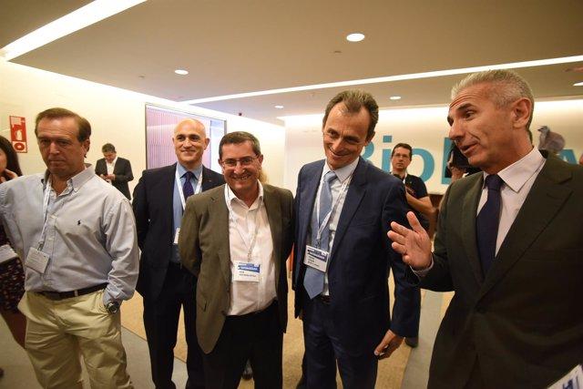 El ministro de Ciencia, Pedro Duque, cuarto por la izquierda en la imagen