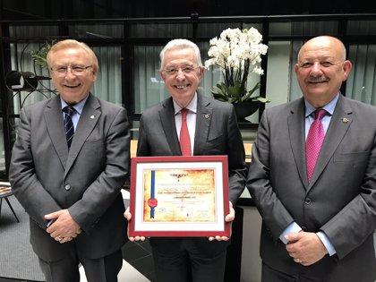 El presidente de Laboratorios LETI recibe la distinción al 'Mérito Nacional' de la Federación de Donantes de Sangre