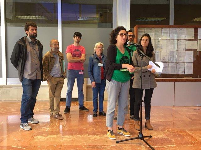 ARCHIVO / Miembros de la PAH y del Observatori Desc
