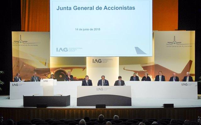 IAG vigila el alza del petróleo y confía en una 'liberación' del transporte aéreo tras el 'Brexit'