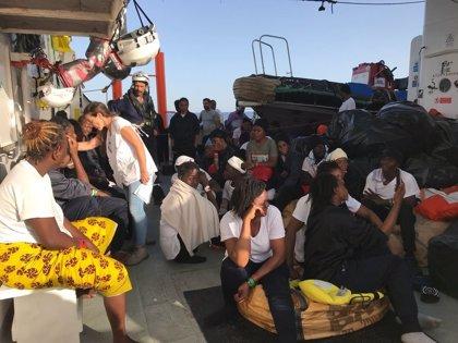 """El Gobierno dará """"la primera atención sanitaria"""" a los migrantes y tripulación del 'Aquarius' antes de desembarcar"""