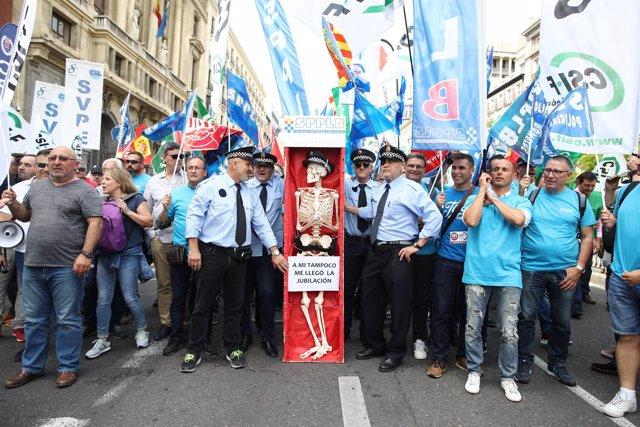 Manifestación en Madrid de policías locales de toda España