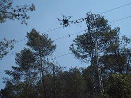 Un dron de Endesa que hace inspecciones visuales de la red eléctrica