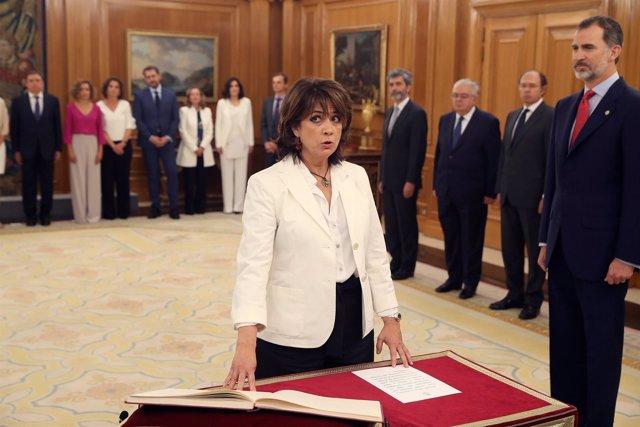 La nueva ministra de Justicia, Dolores Delgado, promete su cargo ante el Rey