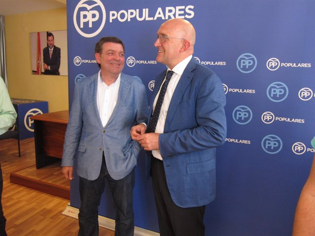 Jesús Julio Carnero, junto a Luis Miguel González Gago