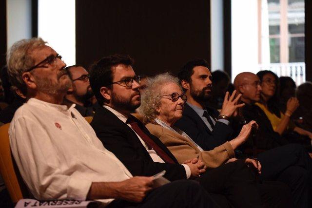 El vpte.P.Aragonès, la escritora T.Juvé y el pte.Del Parlament R.Torrent