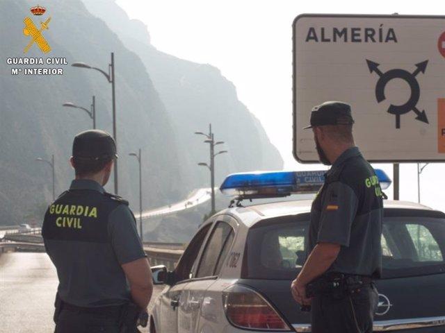 Efectivos de la Guardia Civil en Almería