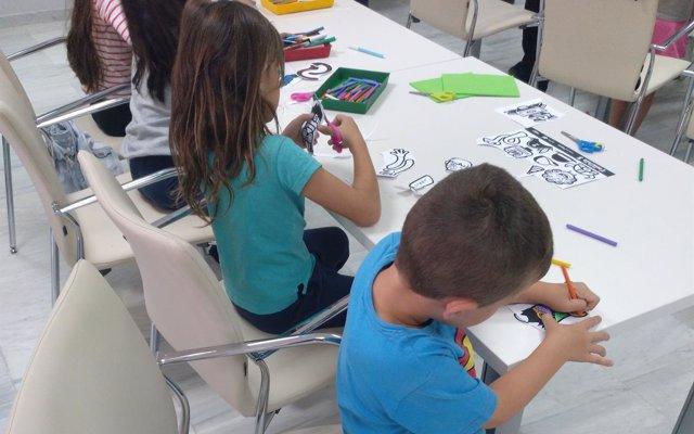 Más de 400 escolares participan en la campaña de animación lectora 'Adopta un monstruo' de la Fundación Cajasol