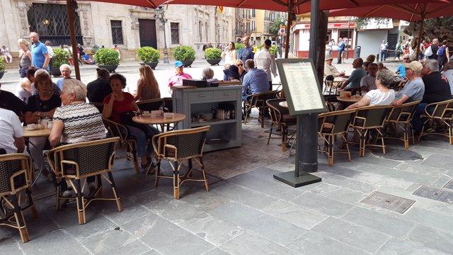 Palma, terrazas, plaza de Cort, turistas, terraza