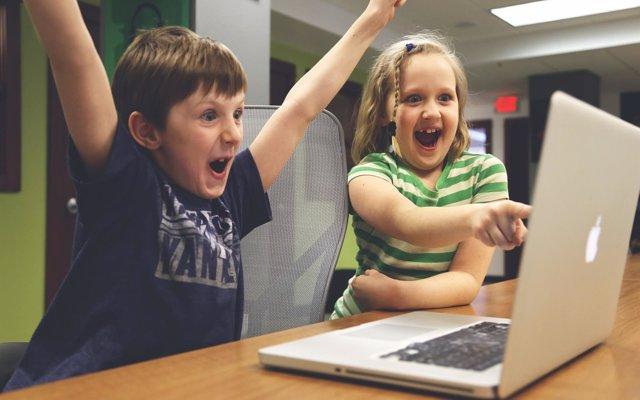 El 44% de los padres deja que sus hijos jueguen a videojuegos para los que son muy jóvenes según la edad recomendada
