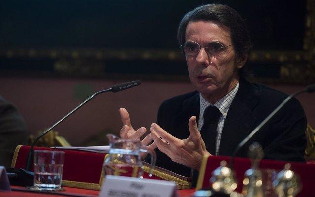 El Congreso decidirá el martes cuándo llama a declarar a Aznar por la 'caja b' del PP