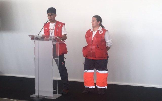 Una niña del Aquarius a un voluntario de Cruz Roja: 'Hace mucho tiempo que nadie me daba un abrazo como éste'