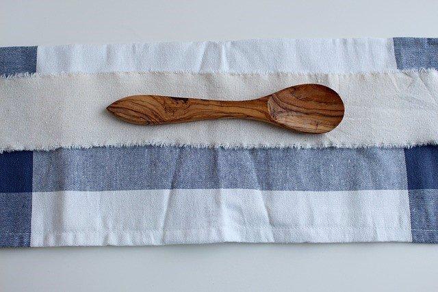 Paño de cocina, trapo, cuchara de madera