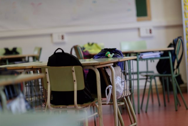 Denuncian que los sustitutos de los docentes de la educación concertada 'no cobran los meses de verano'