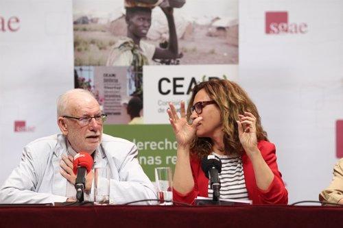 Carlos Berzosa y Estrella Galán en la presentación de un informe